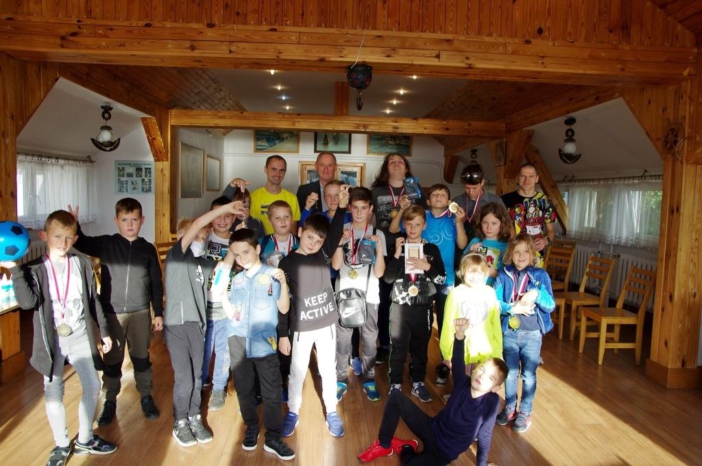 Fotografia ukazuje wszystkich uczestników turnieju