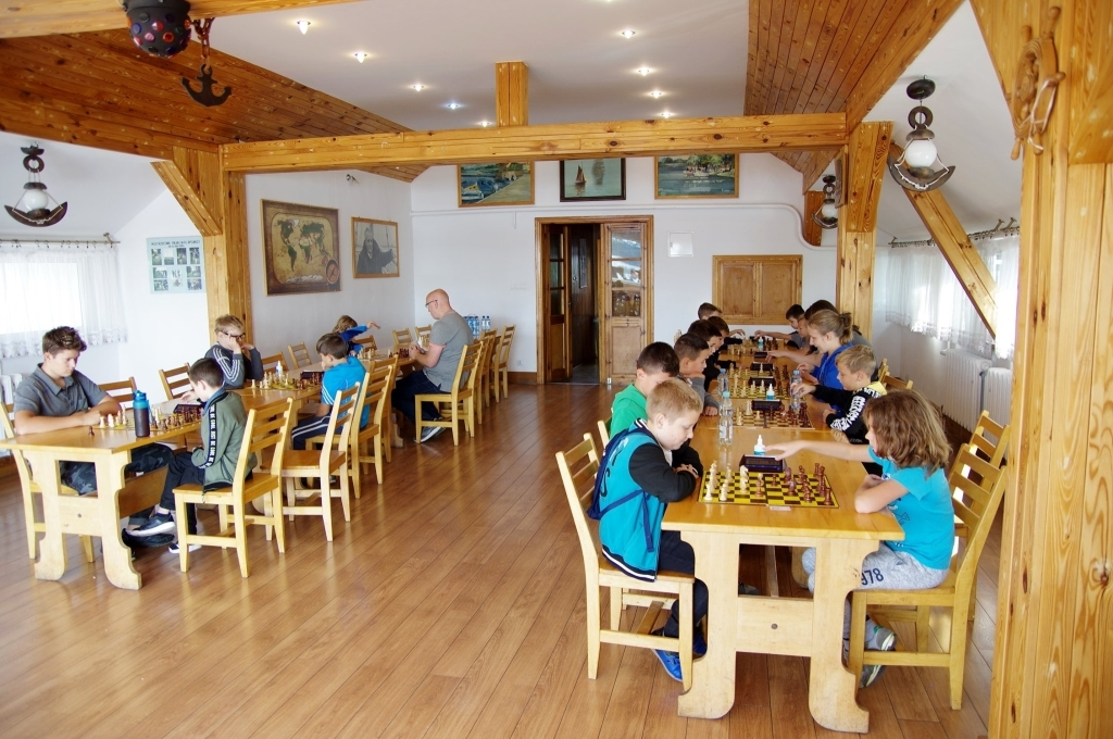 Fotografia ukazuje rozgrywki w ramach turnieju szachowego